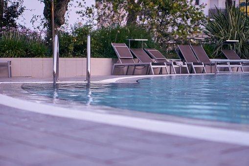 pool-4472699__340
